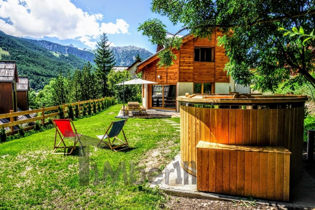 Hot tub and wooden cottage in France
